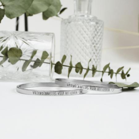 gepersonaliseerde armbanden in zilver