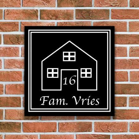 naambord met een huis